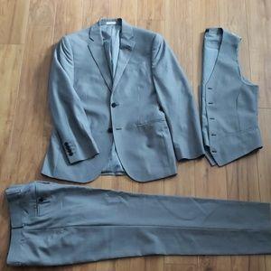 JF J. Ferrar Worsted Wool 3-Piece Suit